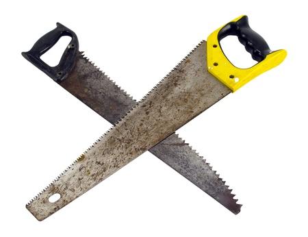 serrucho: Dos cruzaron sierra de mano sierra de mano herramientas de corte de madera aisladas sobre blanco