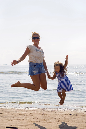 strip shirt: mother and daughter jumping