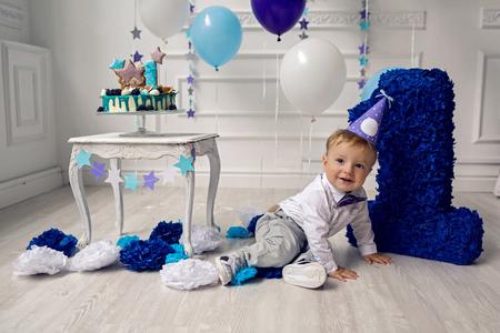 Enfant dans la journée de naissance une année dans le studio Banque d'images - 93806120
