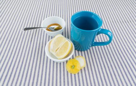 overhead shot: A close up overhead shot of ingredients for honey lemon tea Stock Photo