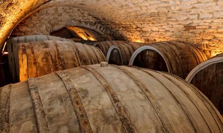 Old wine barrelswine cellar Фото со стока
