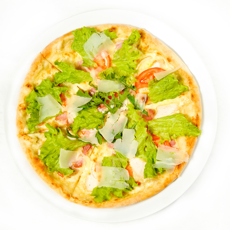 roquette: pizza with mozzarella cheese and herbs