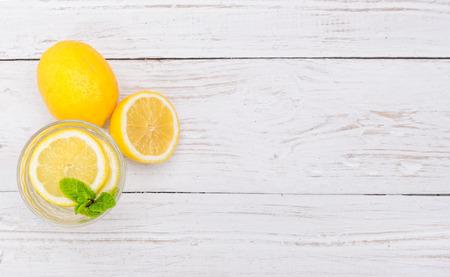 Zitrone-Getränk  Standard-Bild - 40251687