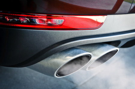 Close up of a car dual exhaust pipe Imagens - 40251606