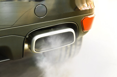 車の排気管のクローズ アップ