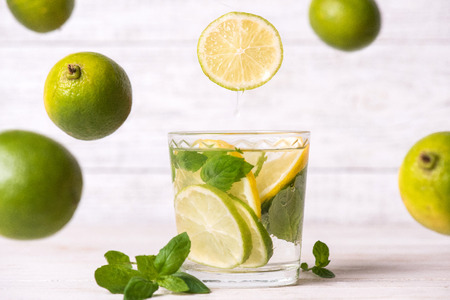 Lime and lemon drink with mint leaves Banco de Imagens