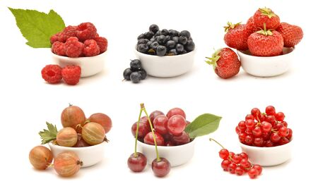 Collection of berries in white bowls isolated on white background Foto de archivo - 150233091