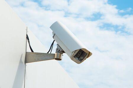 CCTV security surveillance camera. With blue sky. Zdjęcie Seryjne