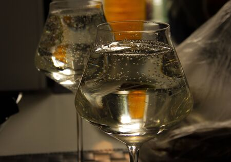 bubbles in the wine. champagne in a glass. Banco de Imagens