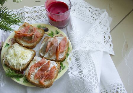 sandwiches lie on a taarelka on a white tablecloth.