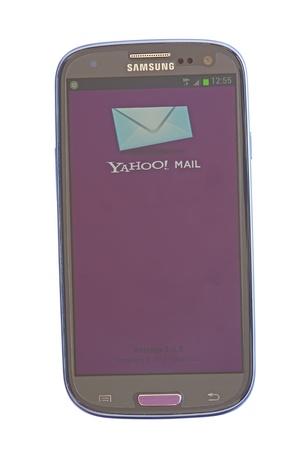 yahoo: Piatra Neamt, Romania - July 30, 2012: Yahoo mail on mobile, Android based device, Samsaung Galaxy SIII Editorial
