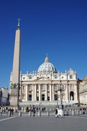 ROME, ITALY - MARCH 08: Saint Peter's Square and the obelisk in Vatican City on March 08, 2011 in Rome, Italy Stock Photo - 18978417