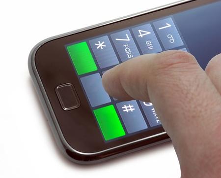 teclado numerico: Marcar un número en un teléfono de pantalla táctil Foto de archivo
