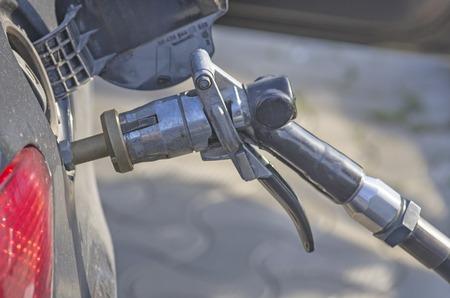l p g: Auto recarga de combustible GLP en una gasolinera