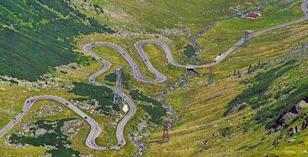 Winding summer road seen from above, Transfagarasan road in Romanian Capathians. Archivio Fotografico - 129468890