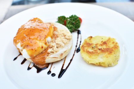 sanwich: Delicious eggs benedict with shreded pork