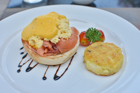 sanwich: Egg benedict with sauce and smoked salmon