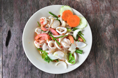 Thai spicy vermicelli salad with seafood