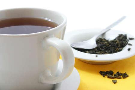 szkło i herbaty suszonych liści herbaty