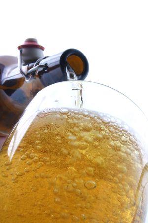 espumante: Una de cerca de un vaso de cerveza  Foto de archivo