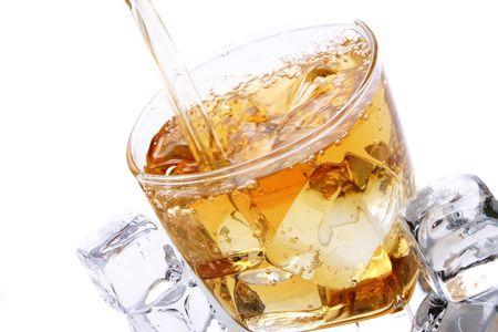 szkło lodu i alkohol