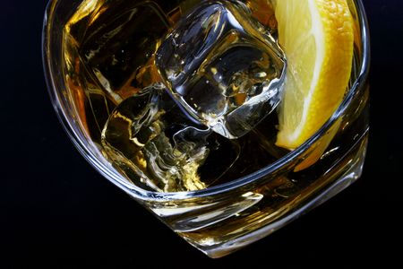 glass of ice and citrone