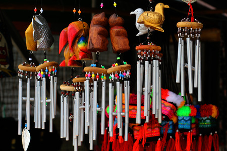 melodic: Wind chimes, wood carvings, animal, beautiful, melodic voice will sound when the wind blows.