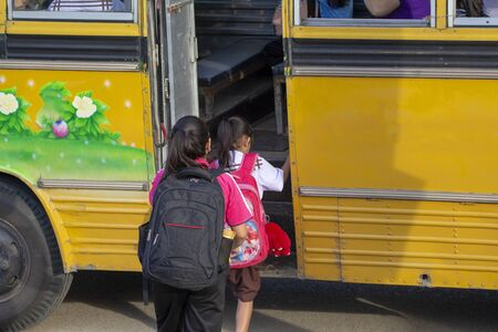 Students take the bus to school, back to school, open class.