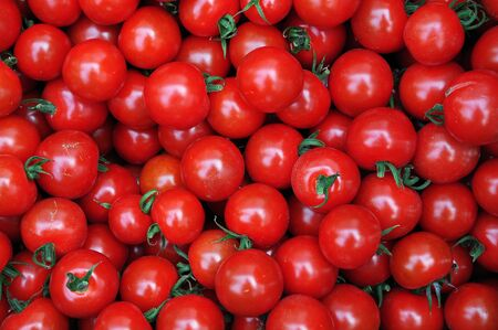 Close up of many fresh red tomatoes big fruit type.  Banco de Imagens