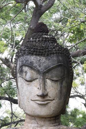 cabeza de buda: Escultura cabeza de Buda en los viejos tiempos