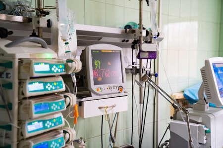 16.04.2020 Russie Rostov-sur-le-Don. Surveiller la réanimation et l'anesthésie pour le contrôle de plusieurs paramètres physiologiques en réanimation Éditoriale