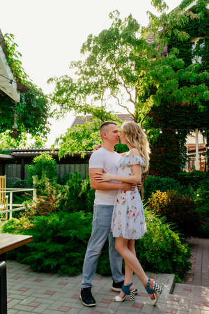 beautiful and happy couple having fun in the garden in the courtyard. honeymoon on vacation. Stockfoto