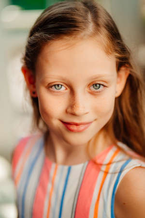 close up. beautiful girl with freckles. clean and healthy skin. happy childhood. summer. Standard-Bild
