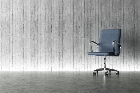 Bureaustoel en betonnen muur begrip Stockfoto