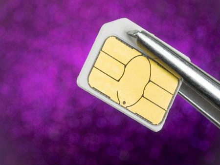 tweezers: tarjeta SIM en pinzas Foto de archivo