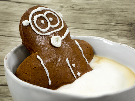 gingerbread man wants to dive