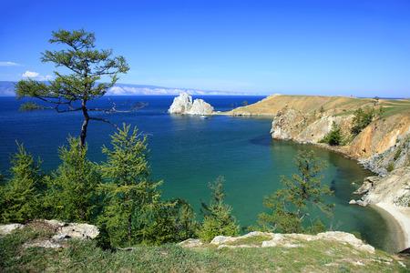 Cape Burhan and Shaman Rock on Olkhon Island at Baikal Lake, Russia. Banque d'images
