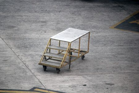 movable: Movable boarding ramp in runway.