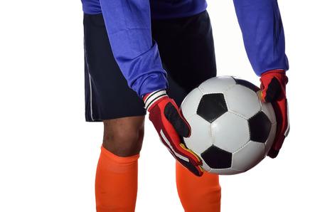 arquero futbol: Portero de fútbol está tomando patada en el fondo blanco.