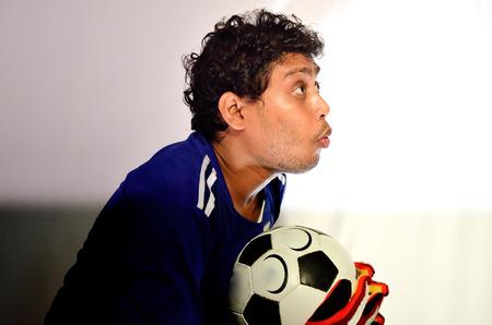 portero de futbol: Portero de f�tbol es la celebraci�n de un bal�n de f�tbol.