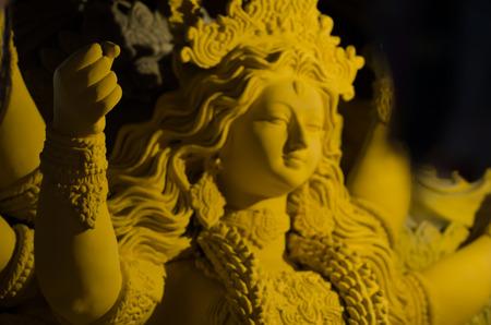 hindues: Durga Puja - el culto ceremonial de la diosa madre, es uno de los más importantes festiva. Una fiesta religiosa para los hindúes, en Calcuta, Bengala Occidental, ídolos de la diosa Durga está preparando para el festival de Durga Puja. Es un festival de 4 días de largo. India