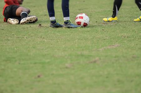 arquero futbol: portero de fútbol que se establecen después de una carga. Foto de archivo