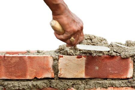 Per Costruire Un Muro Di Mattoni Con Spatola Su Bianco Isolato Foto