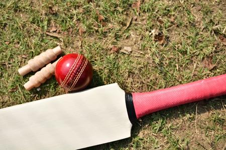 クリケットのバット、ボール、クリケットのピッチ上金具