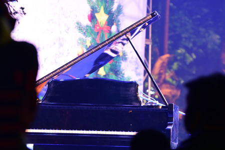 Piano on stage to perform