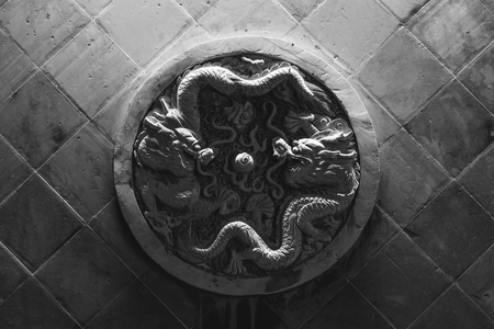 Double dragon wall stone carving