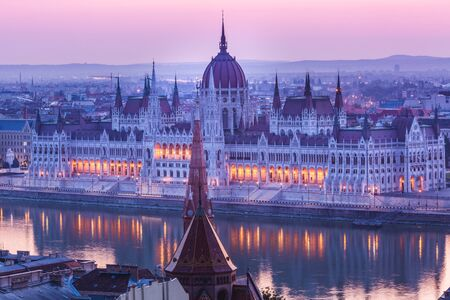Panoramic cityscape of Hungarian parliament building on the Danube river. Colorful sunrise in Budapest, Hungary 版權商用圖片