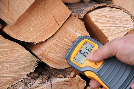 Measure moisture in firewood