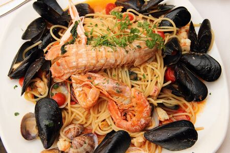 Delicious spaghetti with mussels and prawns