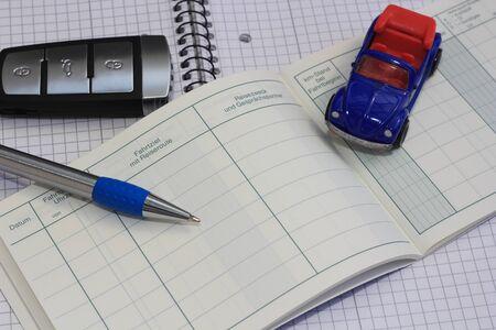 """Ein leeres Fahrtenbuch mit den Worten """"Ziel, Abfahrt, Datum, Reisezeit, Reiseroute, Uhrzeit"""""""
